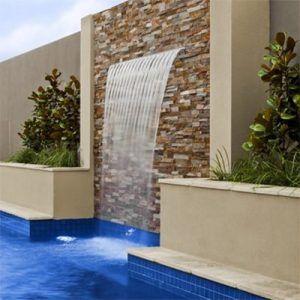 Cascada acrilica en piscina